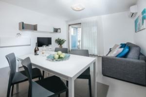 villa anna lignano sabbiadoro appartamento superior soggiorno zona pranzo-0042